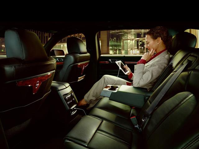 luxury sedan limo vail